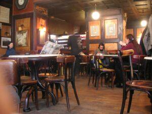 Café Hawelka Wien - KF at English Wikipedia, Public domain, via Wikimedia Commons